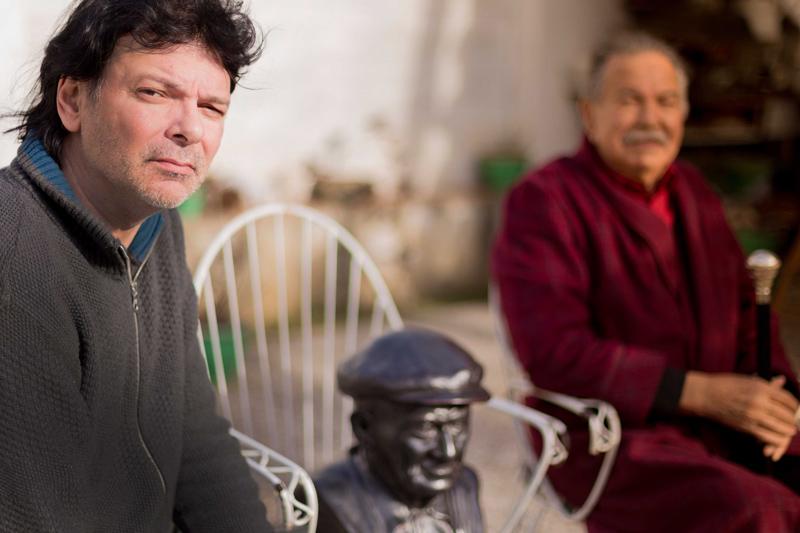 Puntí amb el seu pare a casa seva, gener 2014. a casa seva, gener 2014. Foto: Martí Artalejo