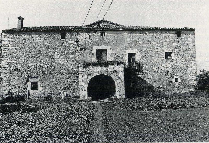 Façana est del Mas Sitjar. Foto de Martí Artalejo, 1991